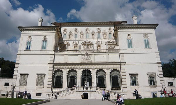 Outside the Galleria Borghese