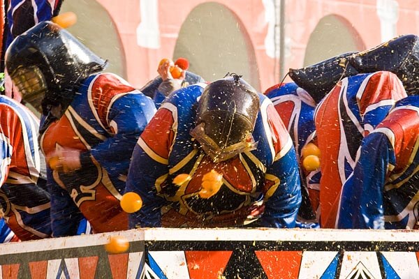 Soldiers being pelted with oranges during Carnevale d'Ivrea