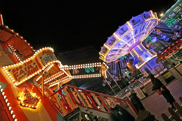 The Glasgow Fair at night