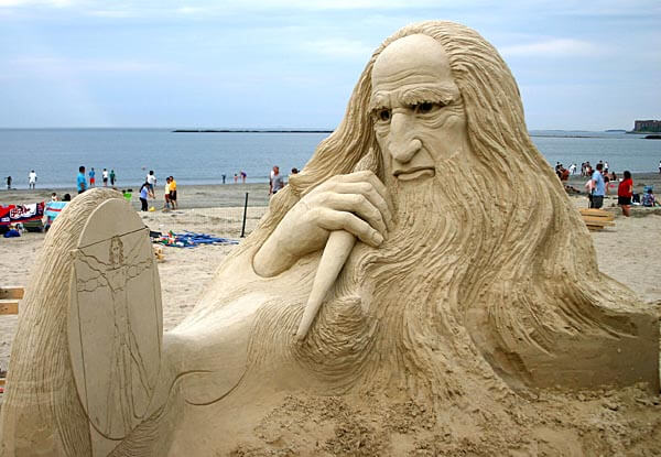Sand sculpture of Leonardo da Vinci