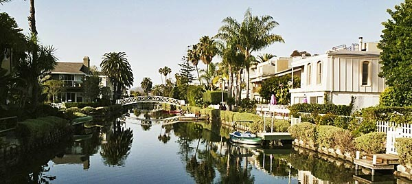 http://www.eyeflare.com/images/illustrations/1447-venice-canals-los-angeles.jpg