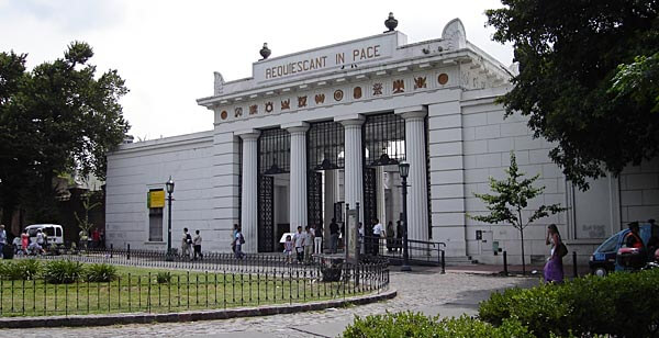 The entrance to Cementerio de la Recoleta
