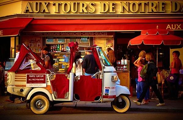 Tour car in Paris