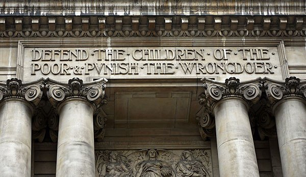 Inscription of The Old Bailey courthouse, London