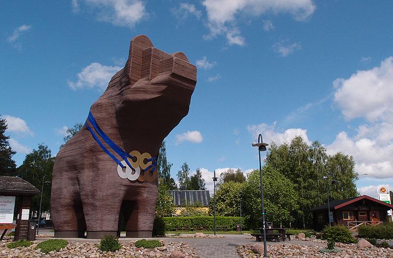Bear Wood Statue In Sveg Eyeflare Com